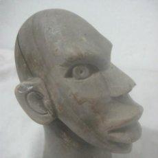 Arte: ANTIGUA TALLA EN PIEDRA DE ORIGEN TRIBAL AFRICANO, PULIDA A MANO EN FORMA DE BUSTO DE HOMBRE. Lote 178892848
