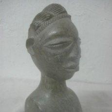 Arte: ANTIGUA TALLA EN PIEDRA DE ORIGEN TRIBAL AFRICANO, PULIDA A MANO EN FORMA DE BUSTO DE HOMBRE. Lote 61922504