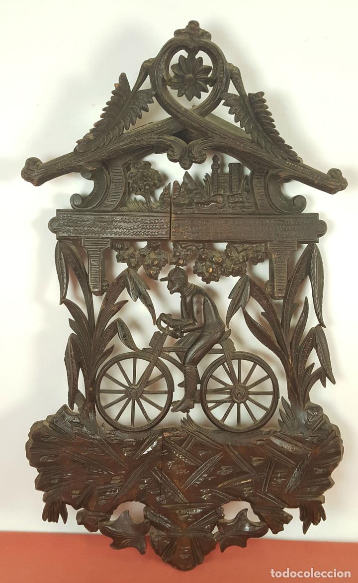 PLAFON EN MADERA TALLADA Y CALADA. SELVA NEGRA. ALEMANIA. SIGLO XIX-XX. (Arte - Escultura - Madera)