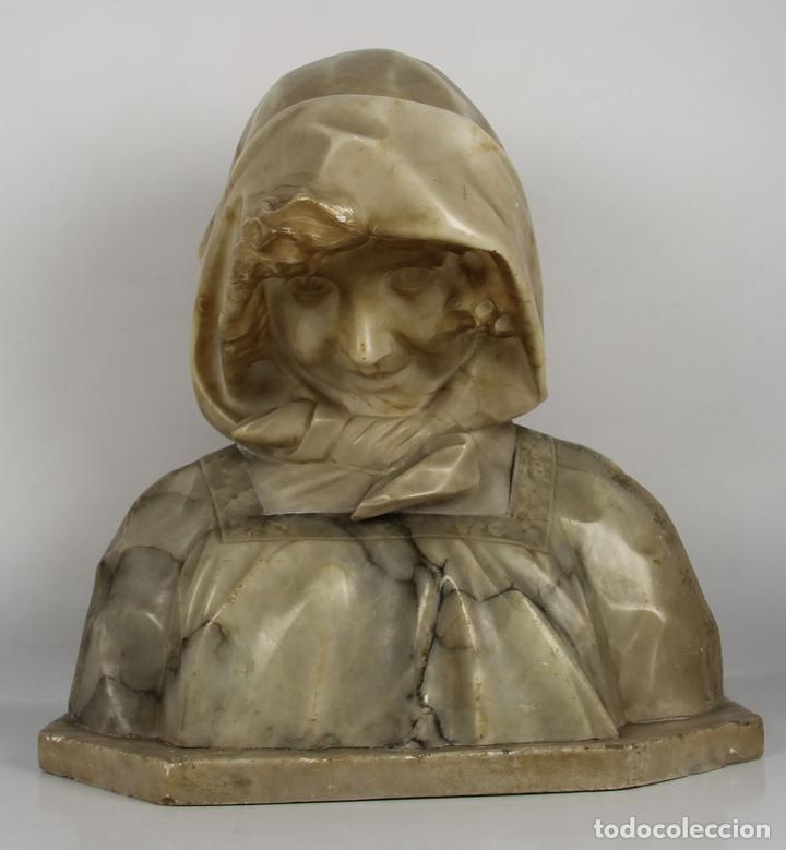 NIÑA SONRIENDO. MARMOL. ESCUELA ITALIANA. SIGLO XIX. (Arte - Escultura - Alabastro)
