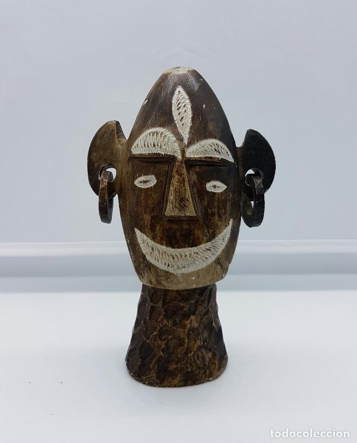 BUSTO ANTIGUO ANDINO EN PIEDRA MARRÓN NATURAL TALLADA Y PULIDA A MANO . (Arte - Escultura - Piedra)
