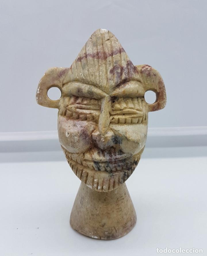 BUSTO ANTIGUO ANDINO EN PIEDRA NATURAL TALLADA Y PULIDA A MANO . (Arte - Escultura - Piedra)