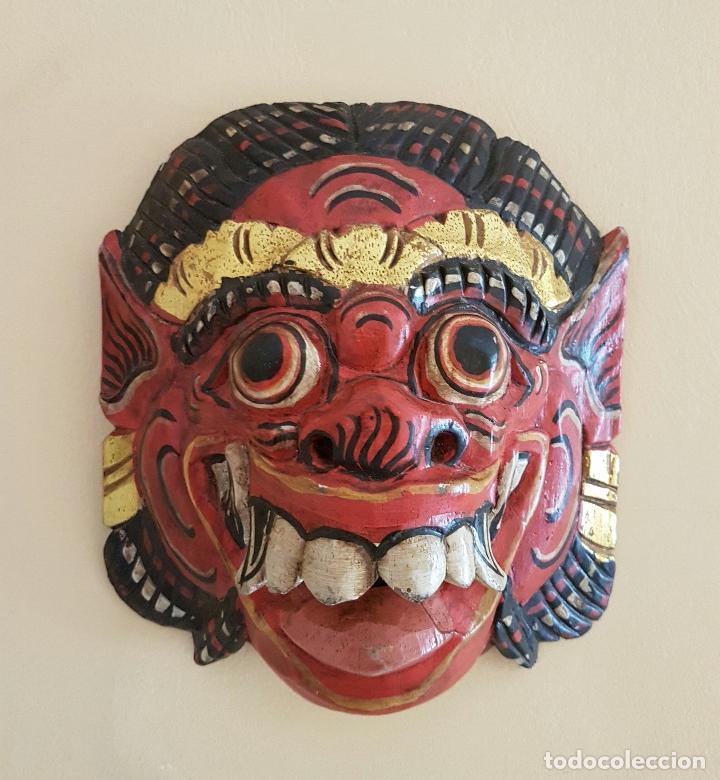 IMPRESIONANTE MASCARA ANTIGUA BALINESA DE BARONG EN MADERA TALLADA Y POLICROMADA A MANO, INDONESIA . (Arte - Escultura - Madera)