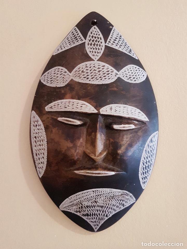 MÁSCARA ANTIGUA DE ARTE AZTECA EN PÌEDRA TALLADA A MANO . (Arte - Escultura - Piedra)