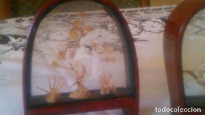Arte: Lote de 2 urnas de madera y cristal con imágenes orientales talladas en corcho,miniaturas - Foto 2 - 63969555
