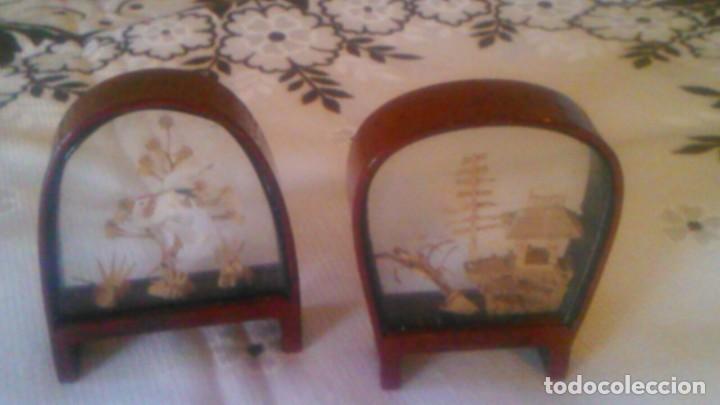 Arte: Lote de 2 urnas de madera y cristal con imágenes orientales talladas en corcho,miniaturas - Foto 4 - 63969555