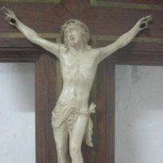 Arte: CRUZ EN PALISANDRO CON HERMOSO CRISTO EN AUTENTICO MARFIL CON TALLA EUROPEA, DEL SIGLO XIX, 31 CMS. Lote 64314443