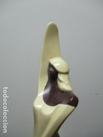 Arte: Estatua de mujer, firmada J C, de ARTAMIC. SA - Foto 9 - 64588139