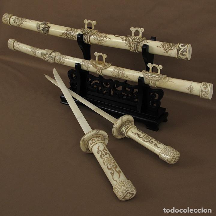 Arte: Katanas japonesas de hueso tallado con soporte de madera - Foto 3 - 65734482