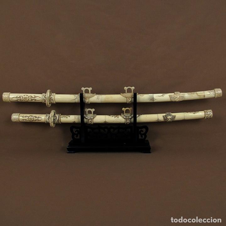 Arte: Katanas japonesas de hueso tallado con soporte de madera - Foto 4 - 65734482