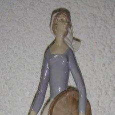 Arte: FIGURA DE PORCELANA ESMALTADA. MARCAS EN LA BASE. CAMPESINA CON NIÑO. 40 CM. Lote 67174281