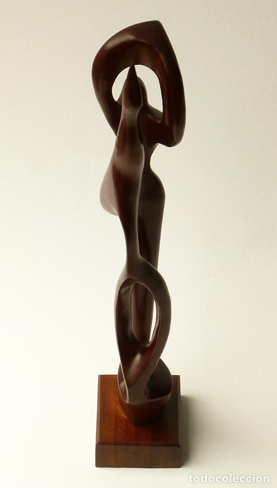 preciosa escultura abstracta de madera tallada de autor arte midcentury modern aos arte