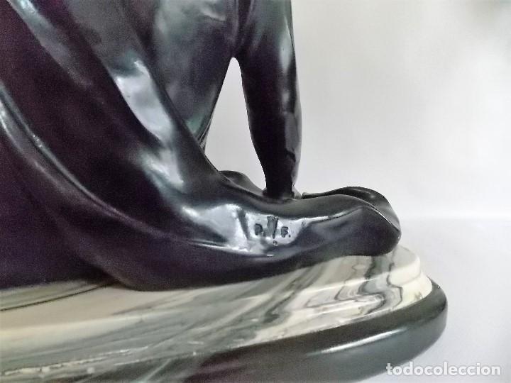 Arte: Escultura figura de resina por bronces portugal Madrid dama con pamela años 80 firmada P. F. - Foto 8 - 213959322