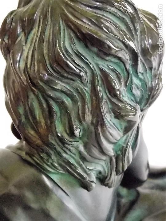 Arte: Escultura figura de resina por bronces portugal Madrid dama con pamela años 80 firmada P. F. - Foto 11 - 213959322
