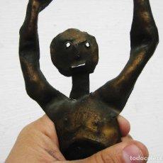 Arte: CURIOSA FIGURA ANTROPOMORFA EN HIERRO DORADO TIPO RIPOLLES O DALI. Lote 68745229