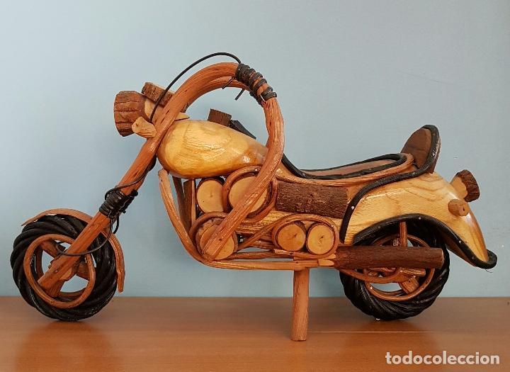 ORIGINAL ESCULTURA DE MOTO TIPO HARLEY DAVIDSON EN MADERAS NOBLES MACIZAS A ESCALA . (Arte - Escultura - Madera)