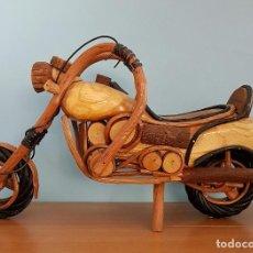 Arte: ORIGINAL ESCULTURA DE MOTO TIPO HARLEY DAVIDSON EN MADERAS NOBLES MACIZAS A ESCALA .. Lote 68922117