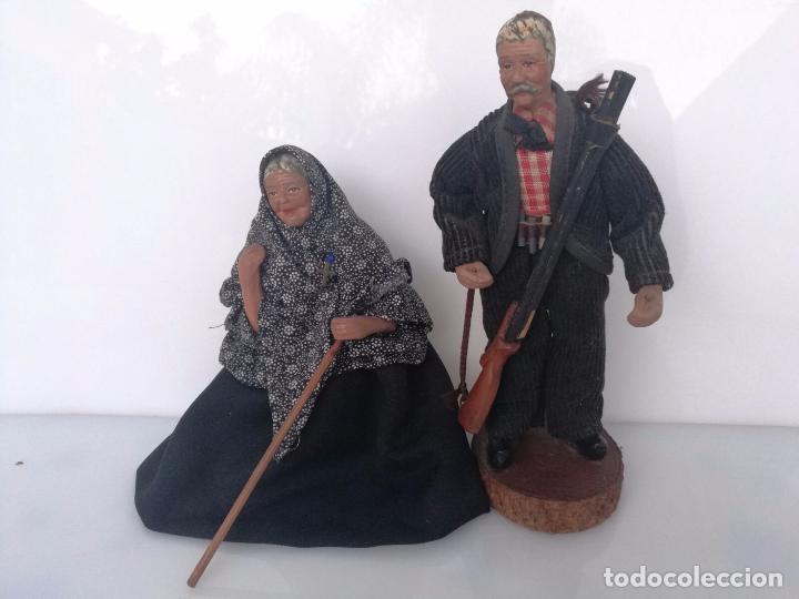 PAREJA DE ABUELOS - FIGURAS DE BARRO TERRACOTA - TIPO BELÉN NAPOLITANO 19,5 CM Y 18CM (Arte - Escultura - Terracota )
