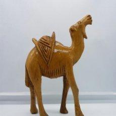 Arte: CAMELLO ANTIGUO EN MADERA TALLADA A MANO Y BARNIZADA, HECHO EN EGIPTO .. Lote 71917351