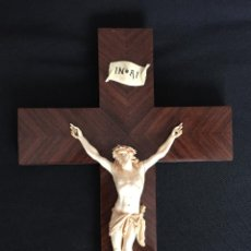 Arte: ESPECTACULAR ANTIGUO CRISTO DE MARFIL EN CRUCIFIJO DE MADERA COMO NUEVO. Lote 72139655