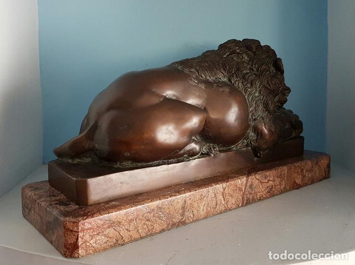 Arte: Gran escultura antigua de majestuoso León en bronce macizo sobre peana de marmol, P.S.XX . - Foto 5 - 73049591