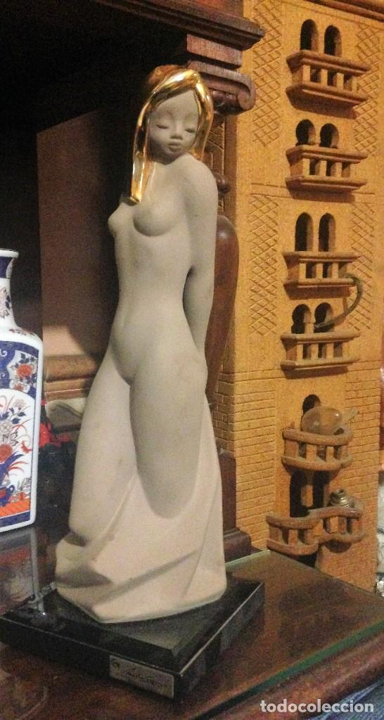 ESCULTURA DEL ESCULTOR MARTÍN CONSUEGRA . (Arte - Escultura - Porcelana)