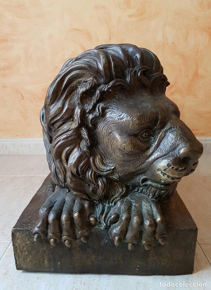 Arte: Gran escultura antigua de majestuoso León en bronce, magnífica obra de arte, 41 CM X 82 CM X 33 CM . - Foto 2 - 73539495