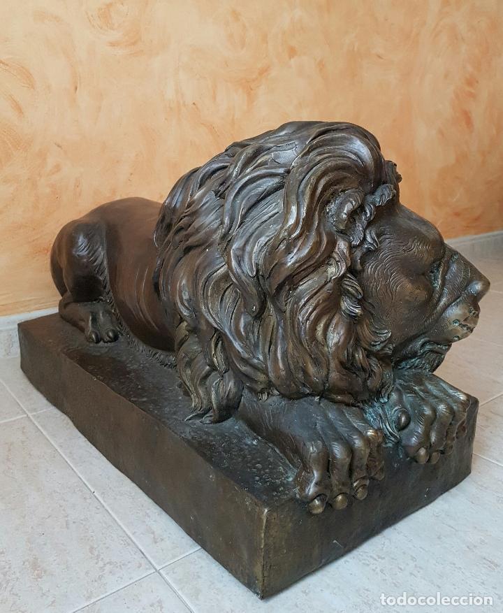 Arte: Gran escultura antigua de majestuoso León en bronce, magnífica obra de arte, 41 CM X 82 CM X 33 CM . - Foto 4 - 73539495