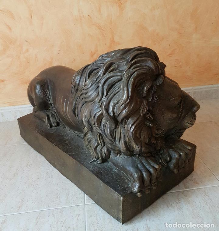 Arte: Gran escultura antigua de majestuoso León en bronce, magnífica obra de arte, 41 CM X 82 CM X 33 CM . - Foto 8 - 73539495