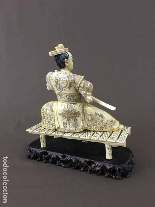 Arte: Samurai arrodillado con espada de marfil con peana de madera. - Foto 4 - 73753503