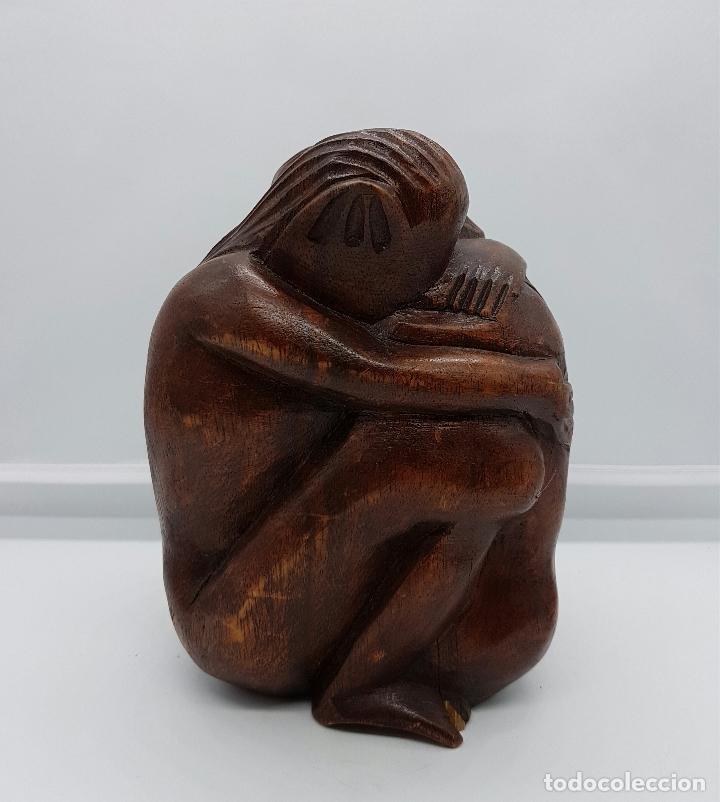 Arte: Pareja de amantes australopithecus abrazándose en madera maciza tallada a mano . - Foto 4 - 74747527
