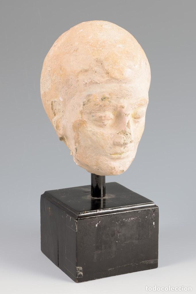 ESCULTURA CABEZA HELENÍSTICA. HACIA SIGLOS III-IV D.C. TERRACOTA Y BASE DE MADERA. (Arte - Escultura - Terracota )
