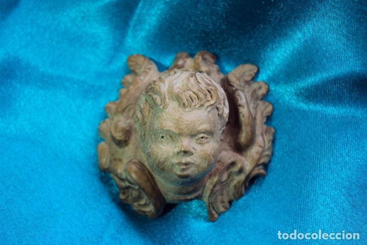 ANGELITO TALLADO EN MADERA DE CEREZO - BARROCO - ESTILO CHURRIGUERESCO (Arte - Escultura - Madera)