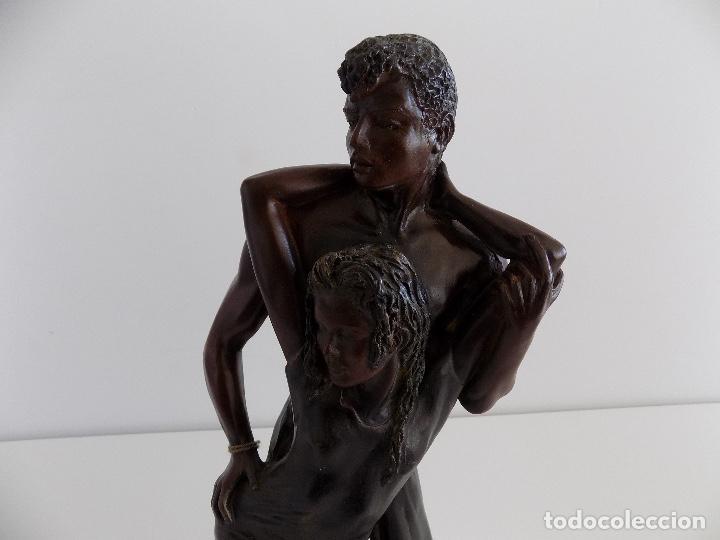 Arte: URREGUI: Escultura de una pareja de enamorados. (Nueva, con certificado) - Foto 9 - 80684562