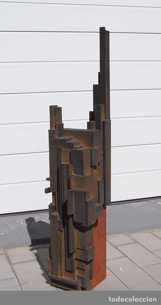 escultura abstracta realizada por jose sanz sala solo recogida en domicilio