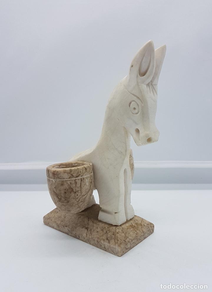 ESCULTURA ANTIGUA TALLADA EN MARMOL A MANO CON FORMA DE BURRA CON CESTAS. (Arte - Escultura - Piedra)