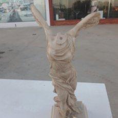 Espectacular figura de Victoria de Samotracia colección Atenea