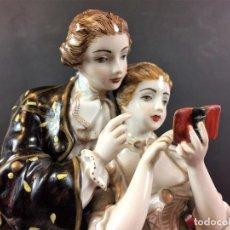 Arte: PAREJA GALANTE. PORCELANA ESMALTADA. ITALIA(?) XIX-XX. Lote 84318420