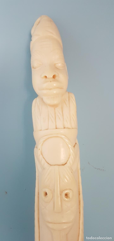 Arte: Talla antigua de africana nativa en marfil tallado a mano y peana de madera , ( 38,5 CM DE ALTO ) . - Foto 8 - 85336980