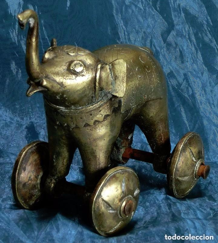 BONITA FIGURA DE ELEFANTE CON RUEDAS - BRONCE Y HIERRO - ESCULTURA - TROMPA LEVANTADA - PESADO - 2KG (Arte - Escultura - Bronce)