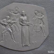 Arte: ESCULTURA DE HIERRO , PLACA DE COLGAR . BUDERUS 1965 HEINRICH MOSHAGE , MUSICA . Lote 86934096