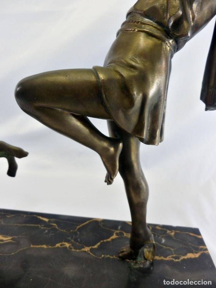 Arte: Emile J. N. Carlier (1849-1927) Danseur toge. Spelter en mármol portoro. Al estilo Godard. Art Decó - Foto 10 - 87002736