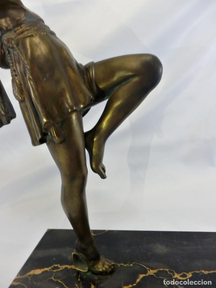 Arte: Emile J. N. Carlier (1849-1927) Danseur toge. Spelter en mármol portoro. Al estilo Godard. Art Decó - Foto 15 - 87002736