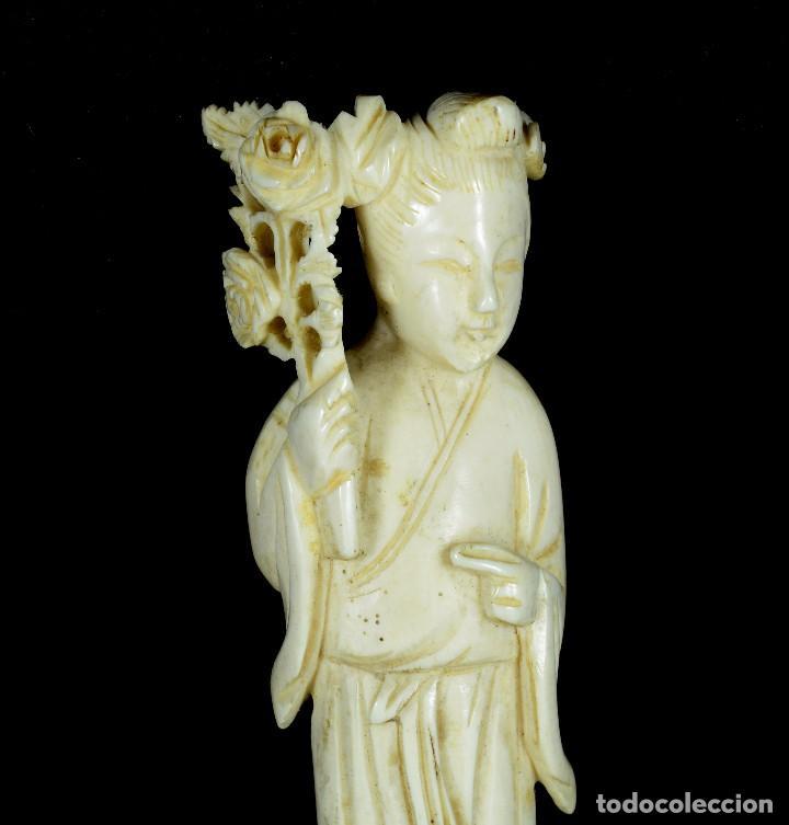 Arte: Exquisita escultura talla de marfil Gheisa con rosal - Foto 2 - 95968716