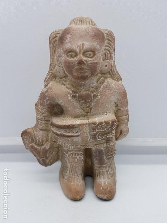 Arte: Escultura antigua de terracota imagen de guerrero INAH cazando con su trofeo hecha en Mexico. - Foto 7 - 98200682