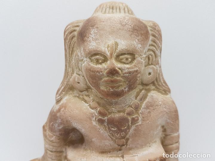 Arte: Escultura antigua de terracota imagen de guerrero INAH cazando con su trofeo hecha en Mexico. - Foto 9 - 98200682