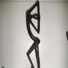 Arte: ESCULTURA DE MADERA - TALLA AFRICANA - TALLADA A MANO - 45 CM - MUY BONITA. Lote 92292775