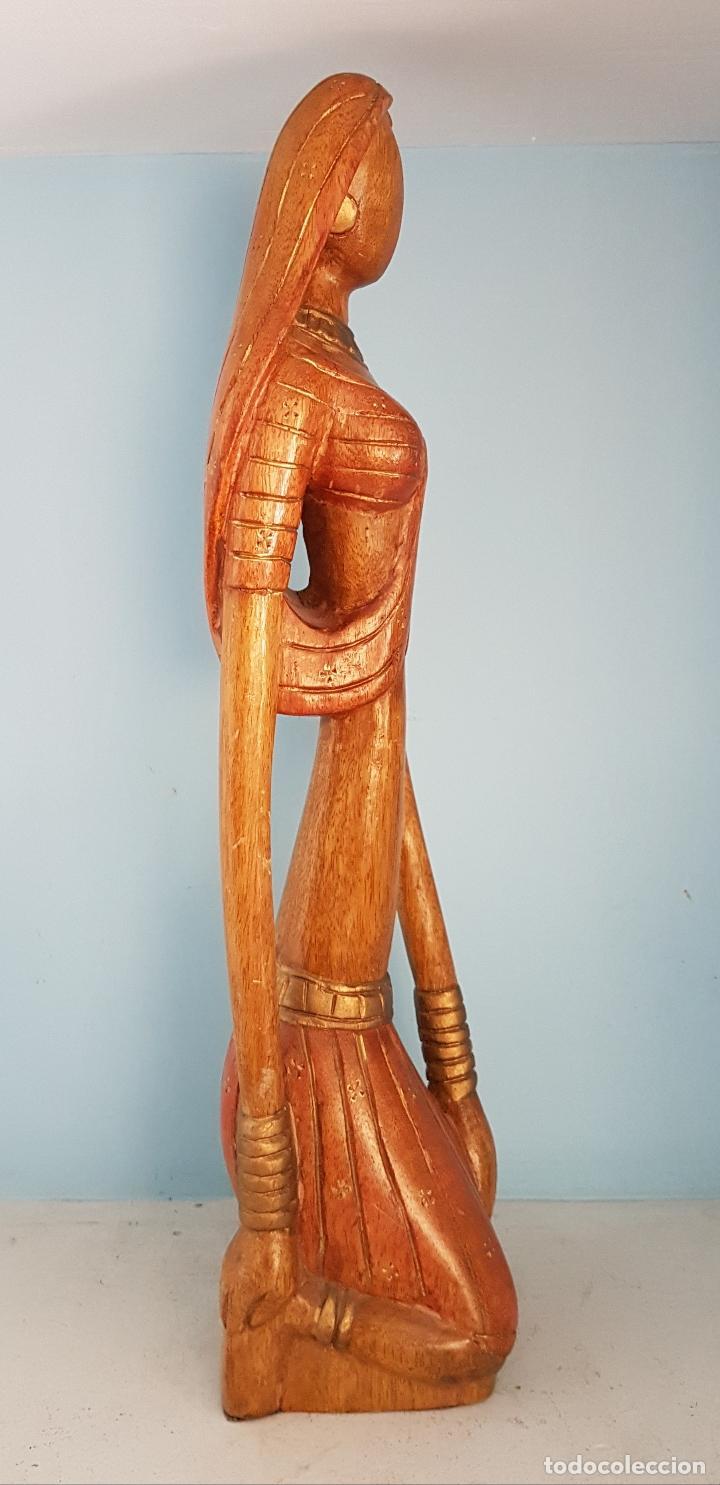 Arte: Bella y gran escultura antigua de doncella Hindu ataviada con traje tipico, en madera tallada a mano - Foto 4 - 93862350