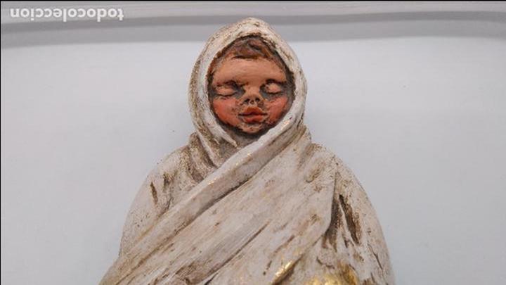 Arte: Antigua escultura de terracota niño esquimal firmado en el reverso, hecho y policromado a mano . - Foto 2 - 94953491