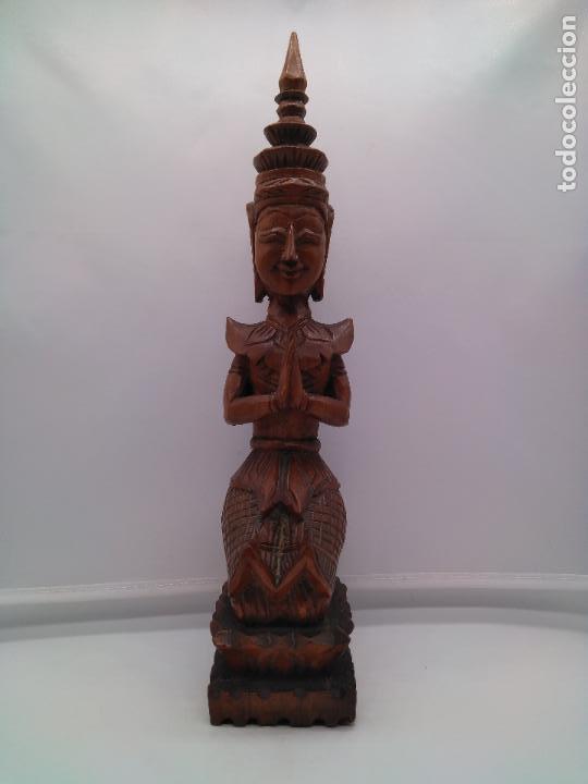 Arte: Preciosa y antigua escultura budista muy trabajada y tallada de una pieza en madera. - Foto 2 - 95594119